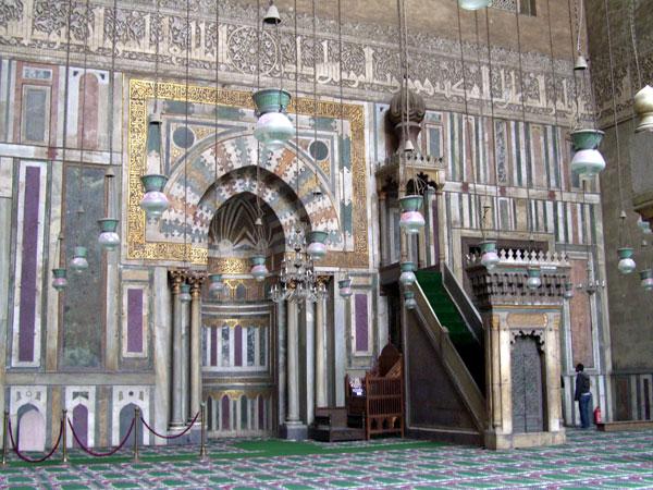 Le caire citadelle et cit des morts for Mosquee hassan 2 interieur